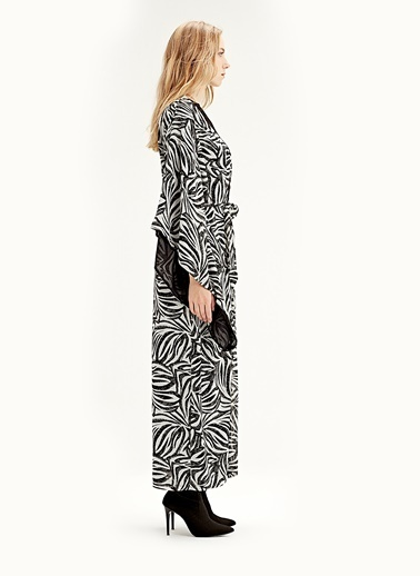 Mizalle Zebra Desenli Uzun Kimono  Siyah